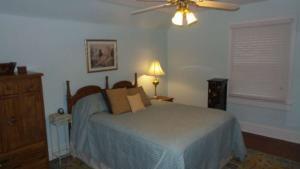 1503 Arendell St. Bedroom resized
