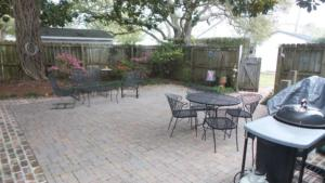 1503 Arendell St. Patio area for entertaining resized