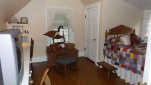 1503 Arendell St. Second bedroom resized