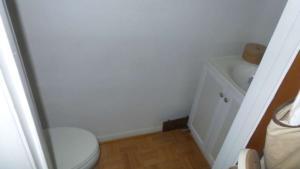 2316 Emeline Place Bath (2) resized